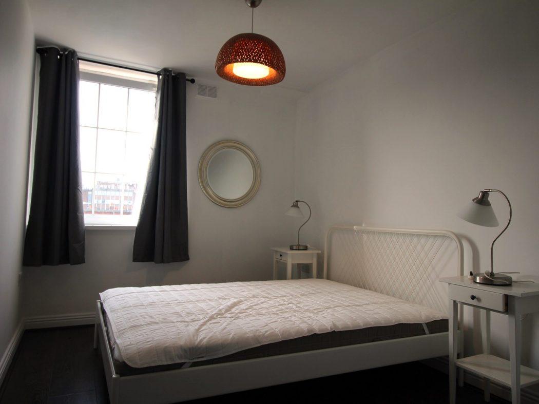71 Bachelors - Bedroom