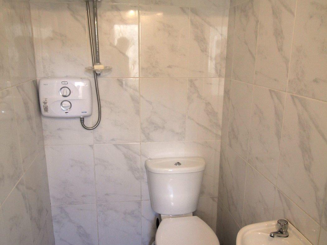 15 Albert Court East - Bathroom 1