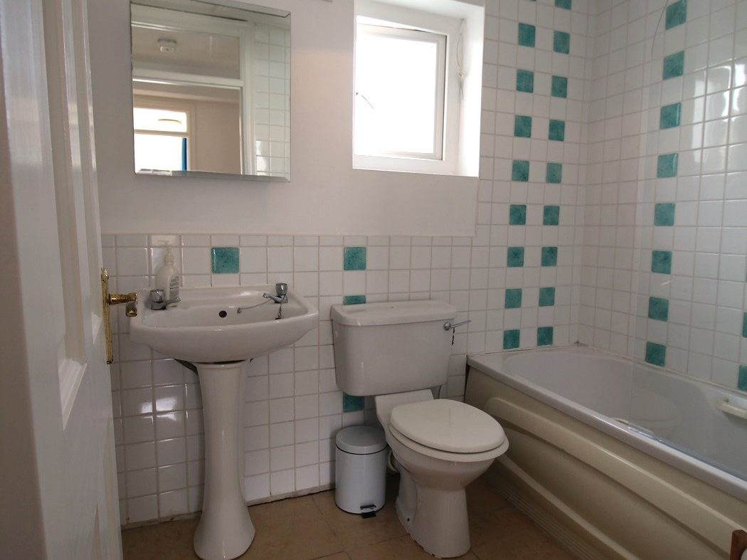 15 Albert Court East - Bathroom 2