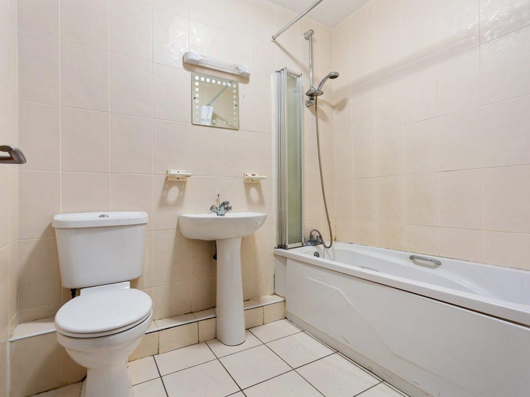 20B Cameron Court - bathroom