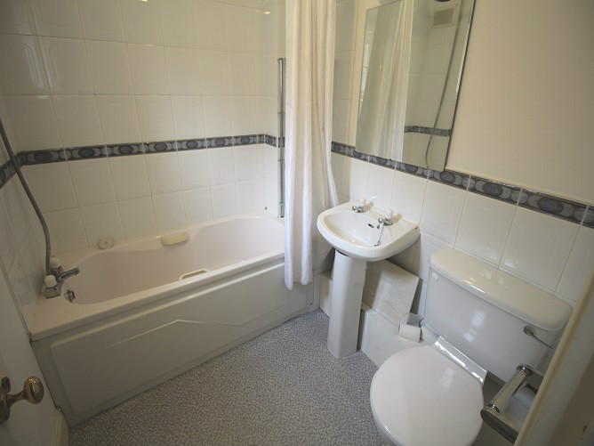26 Haddington Square - bathroom