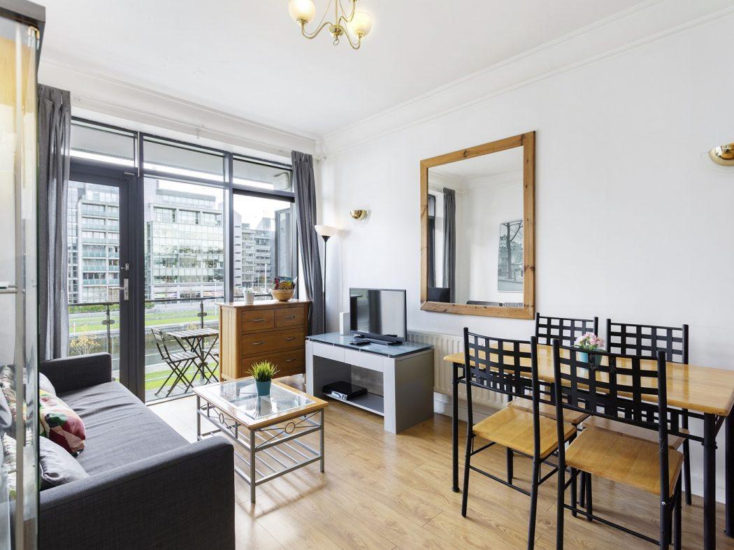 127 SH - Living room