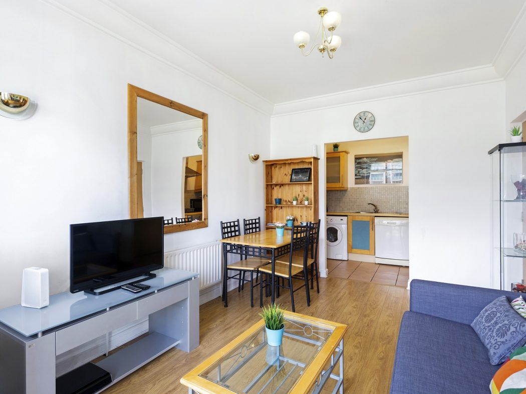 127 SH - Living room 2