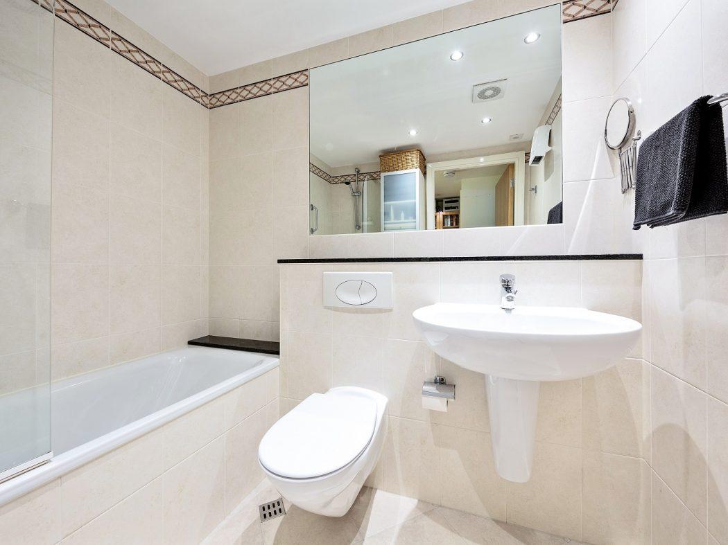 412 LBQ - Bathroom