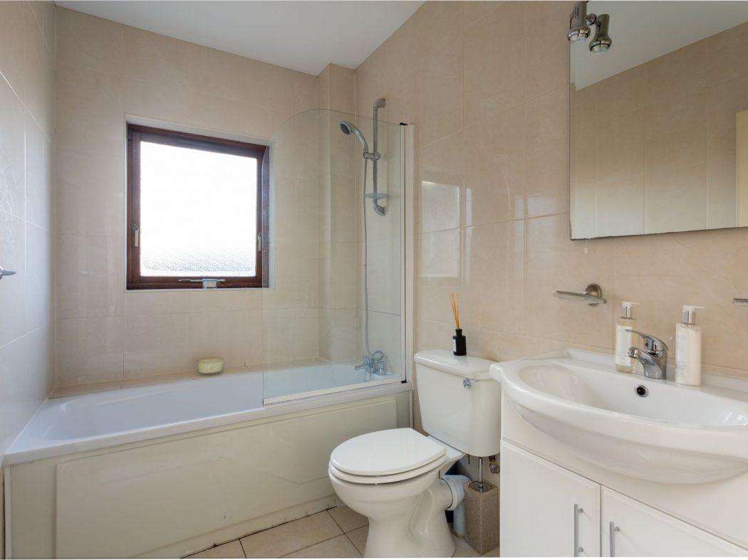 19 Glenmalure - Bathroom