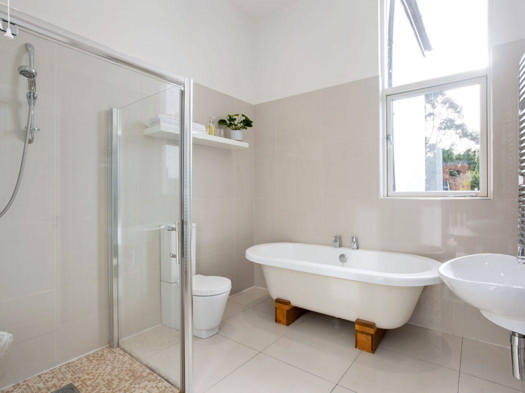 13 Sandycove - main bathroom