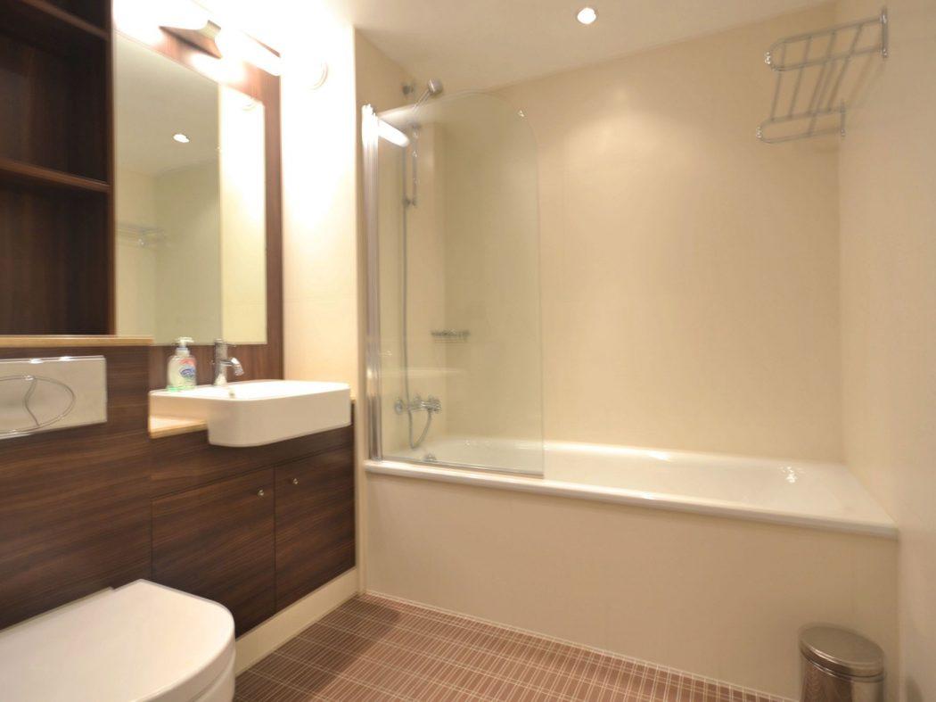 194 Wyckham - Bathroom