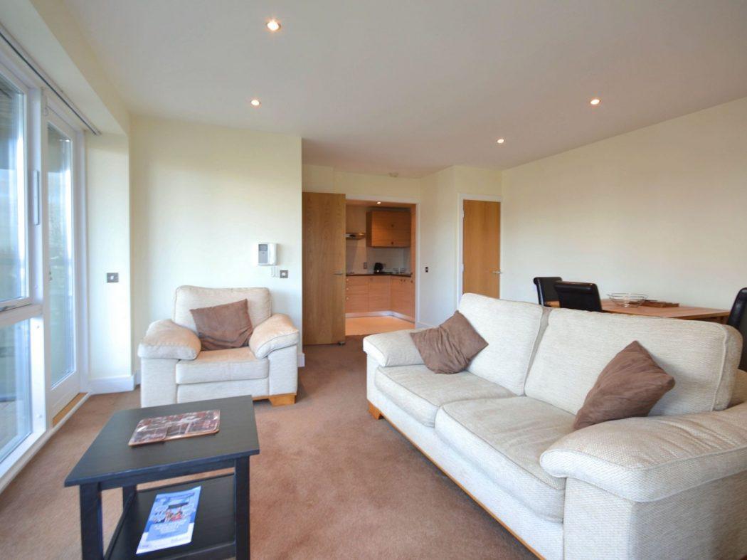 194 Wyckham - Living room