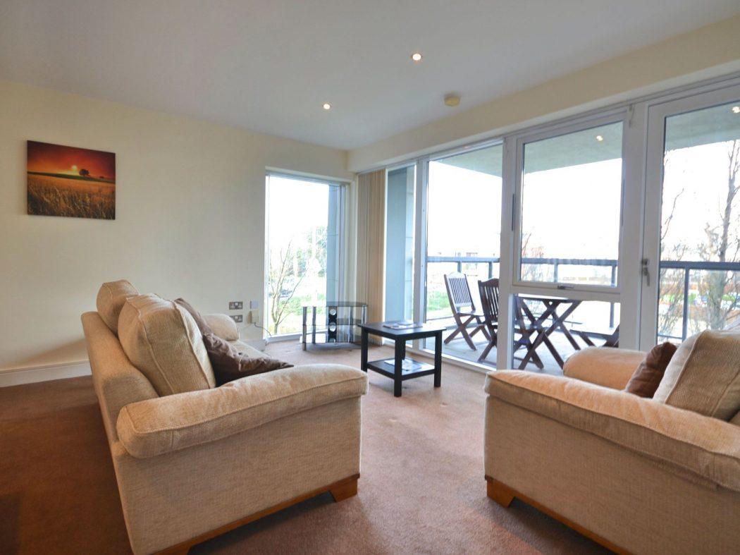 194 Wyckham - Living room2