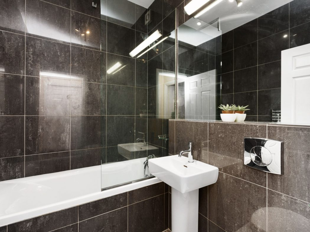 26 Wellington - Bathroom