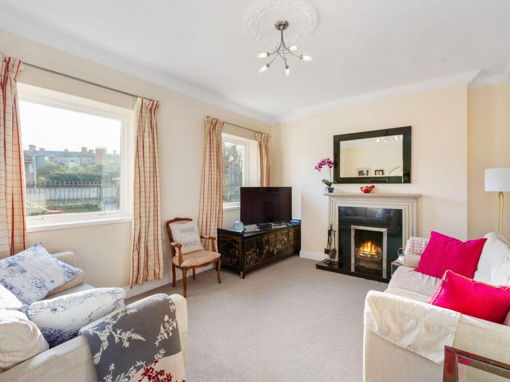 26 Wellington - Living room