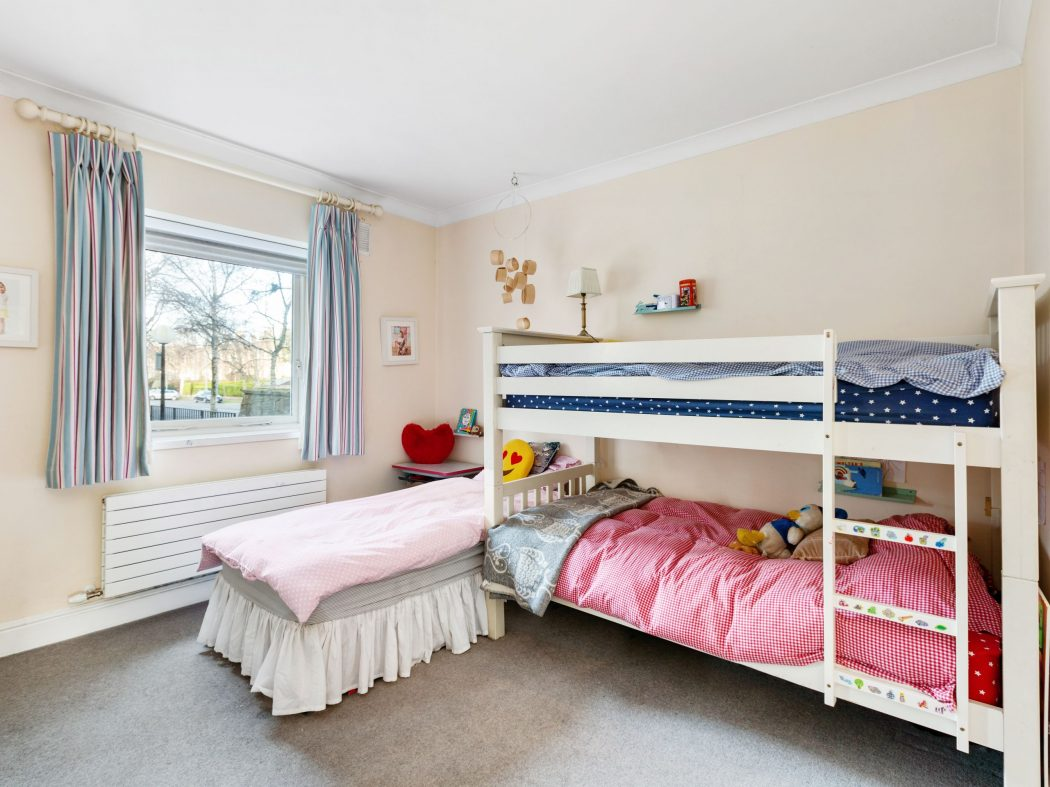 26 Wellington - Master bedroom