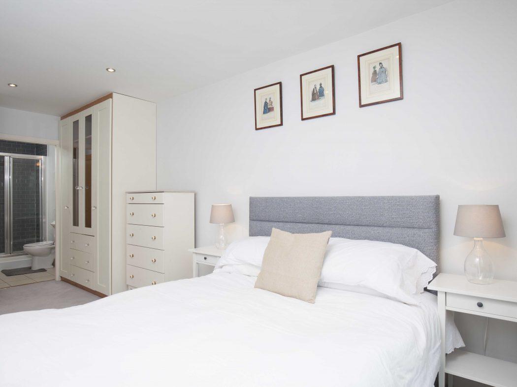 88 The Hibernian Bedroom 2c