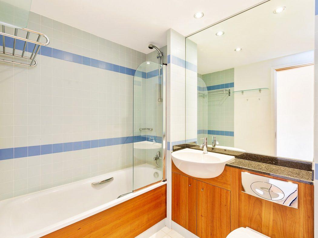95 HD - Bathroom