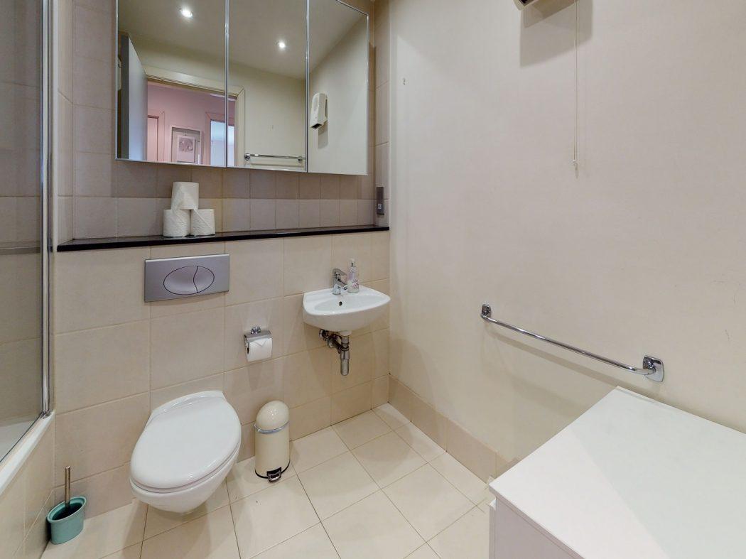 2 Gallery Quay - Bathroom