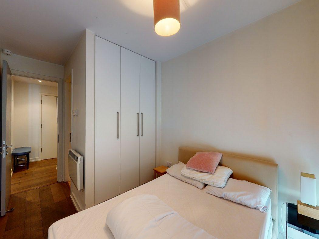 2 Gallery Quay - Master bedroom