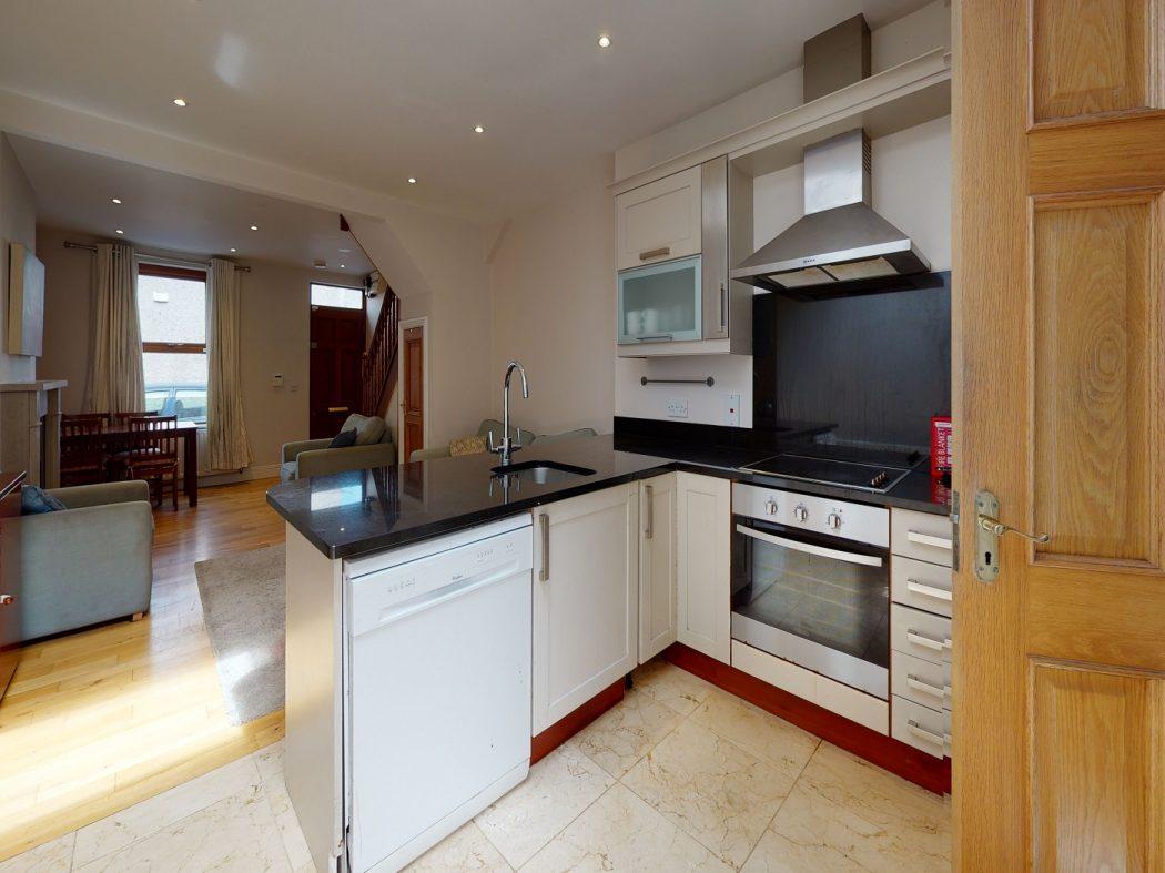 31 SDS - Kitchen