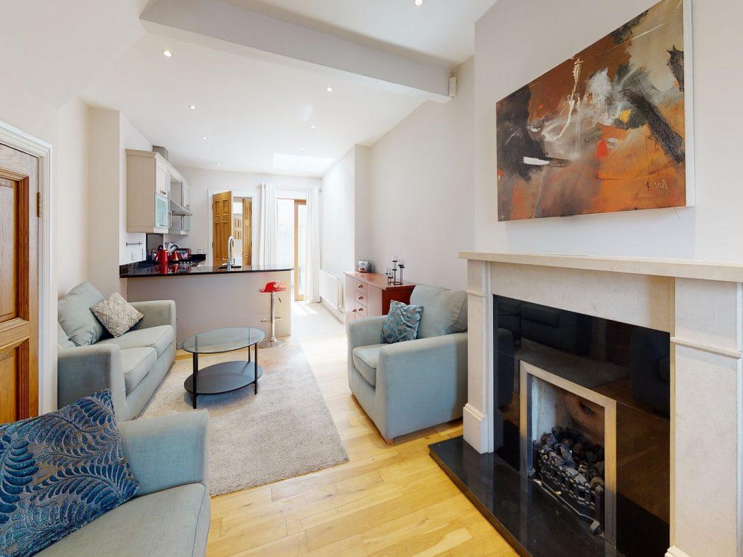 31 SDS - Living room