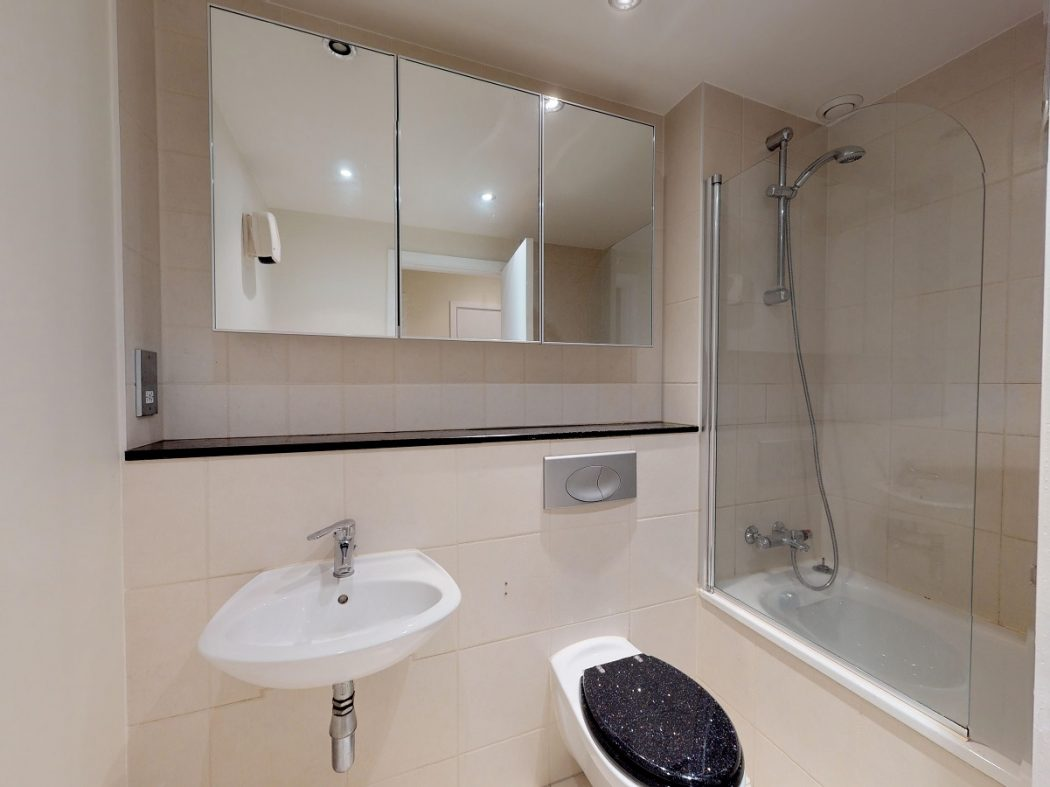 3 GQ B 1-Bathroom