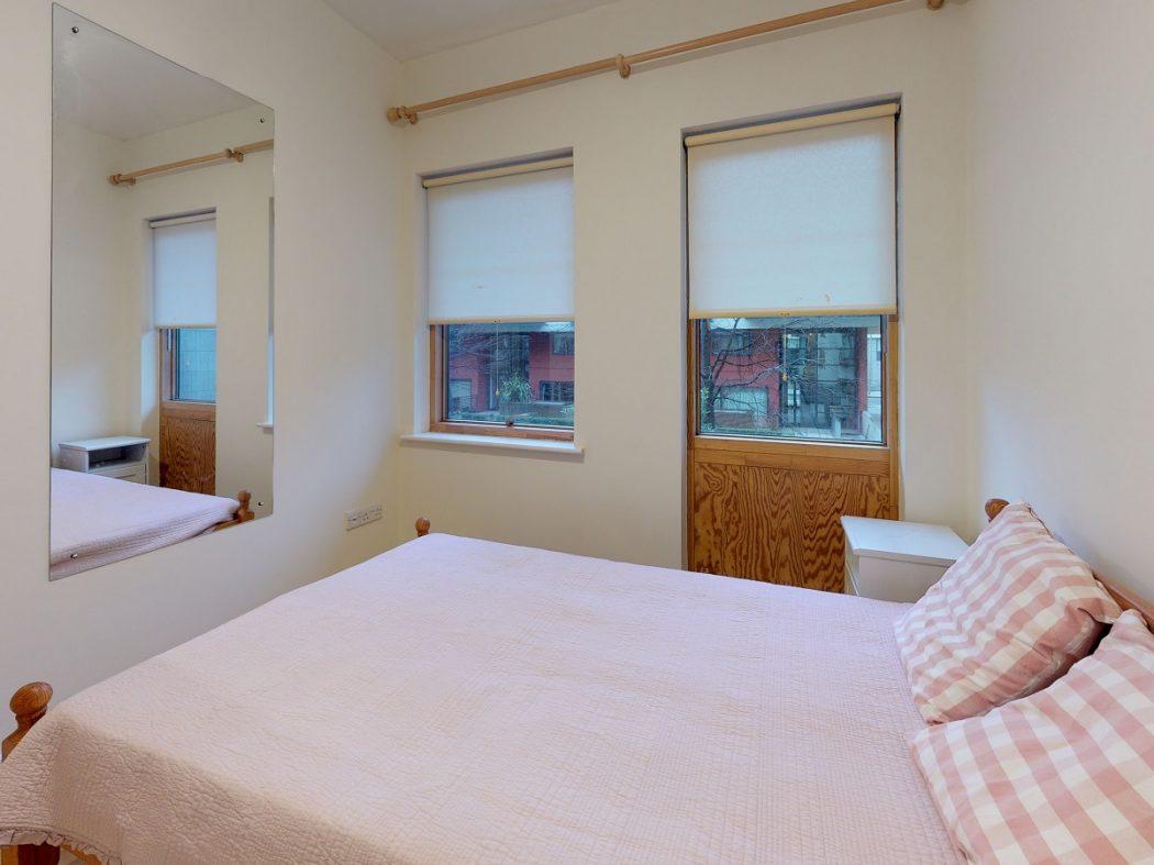 3 GQ B 1-Master bedroom