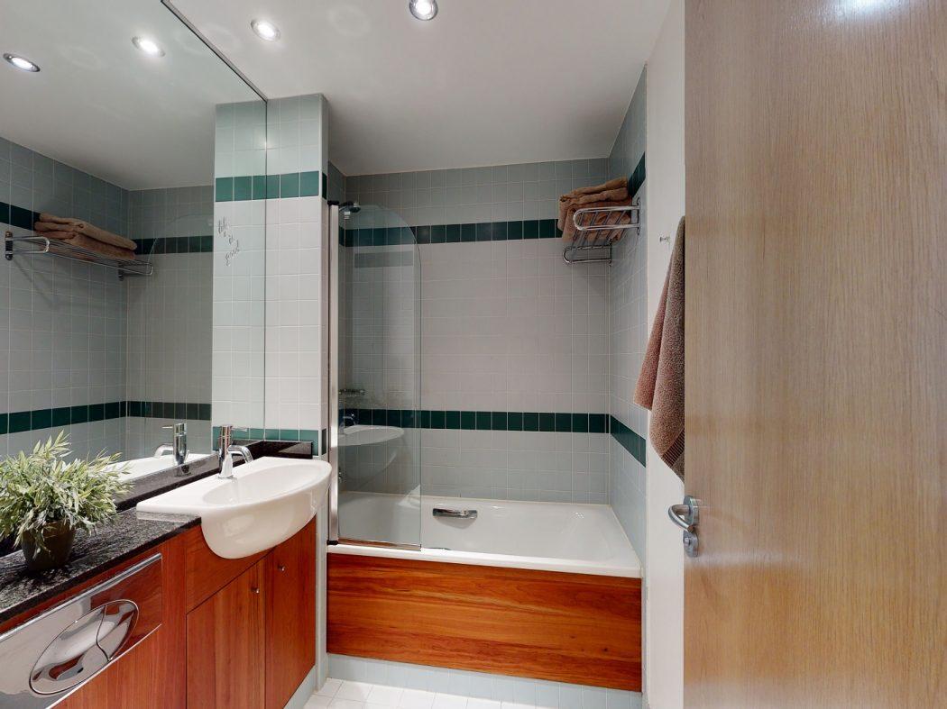 67 HD - Bathroom