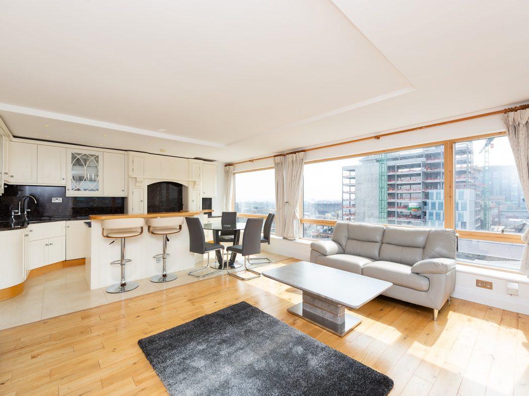67 MT - living room