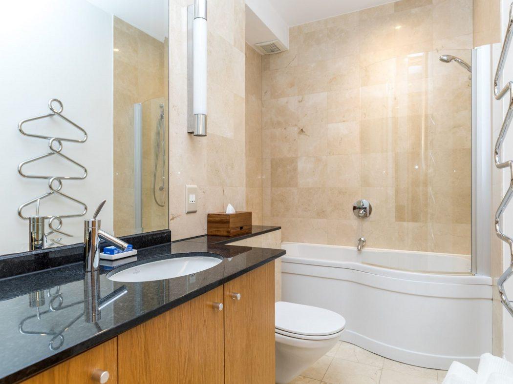 4 Glaunsharoon - bathroom