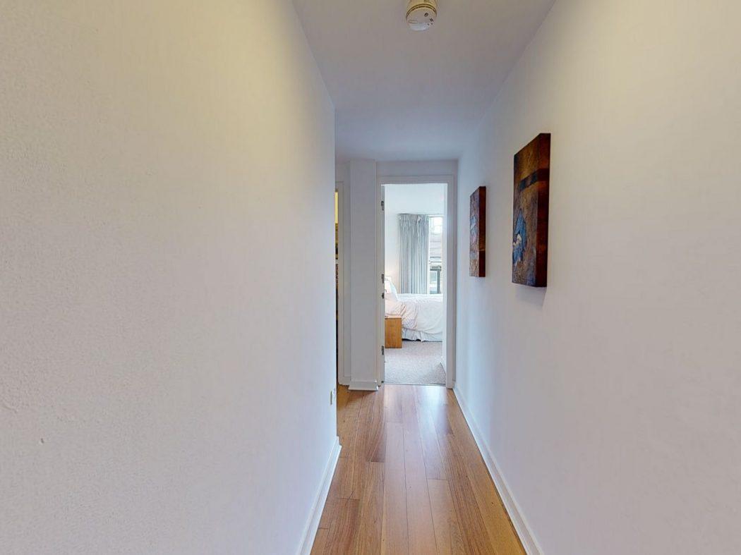 60 SM - Hallway